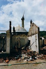 http://commons.wikimedia.org/wiki/File:War_in_kosovo_1999_2.jpg